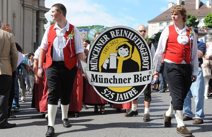 Celebrando o nascimento da verdadeira cerveja durante o Oktoberfest!
