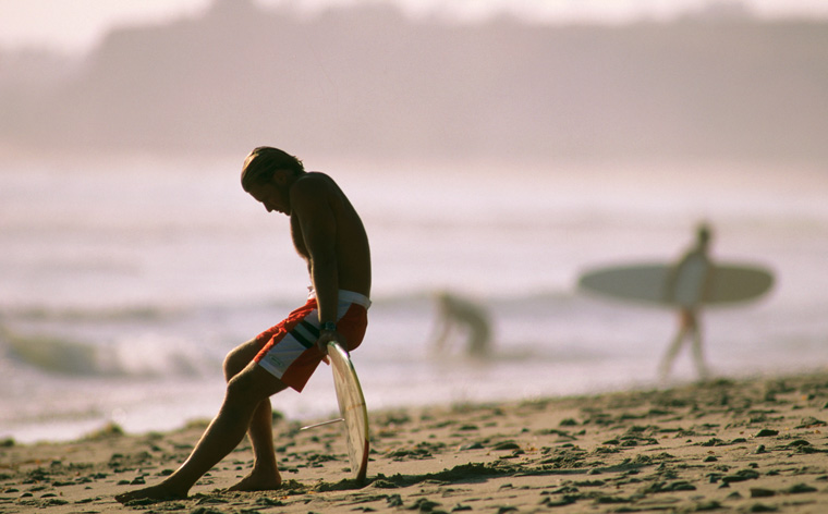 Apanha a onda! Os melhores destinos para surfar esta temporada