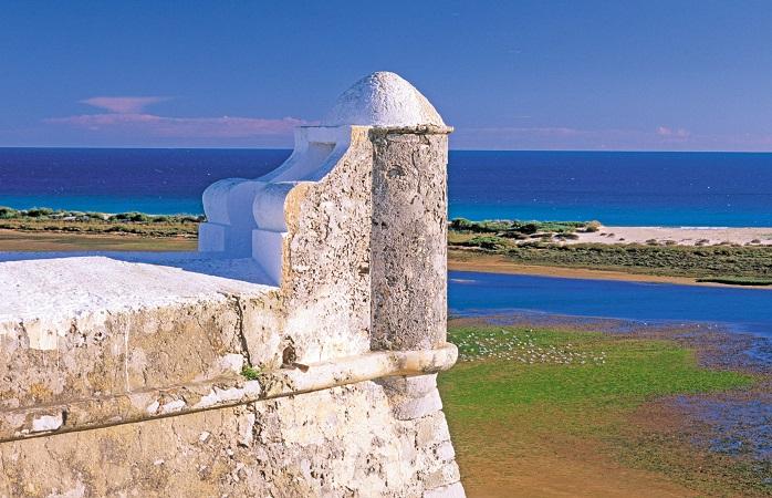 Aproveite um dia de praia e finalize com um jantar em Cacela Velha, Vila Real de Santo Antonio, Algarve, Portugal