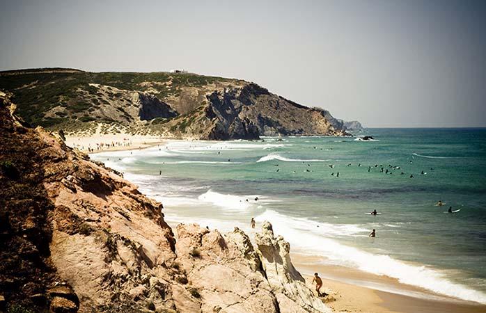 Interessado em surfar ou em bronzear-se um pouco? Praia do Amado é a opçäo perfeita. Praia do Amado