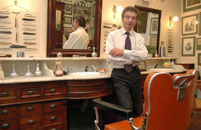 O barbear mais suave da cidade é na barbearia tradicional de Alain Blackmann