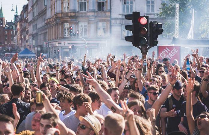 As festas de rua do Distortion são algumas das mais icónicas na Escandinávia