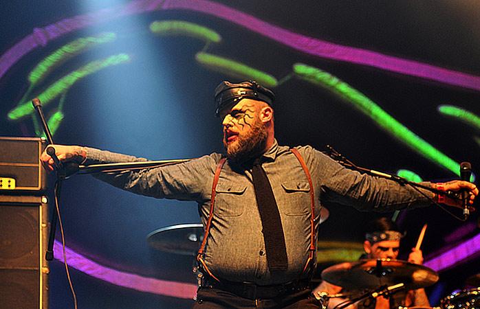 A banda de punk rock norueguesa impressiona o público no Groezrock