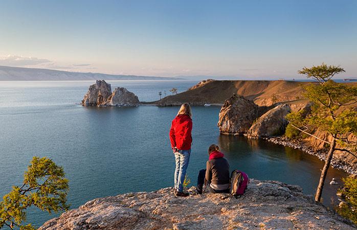 Uma vista bonita da Ilha Olkhon Island no Lago Baikal