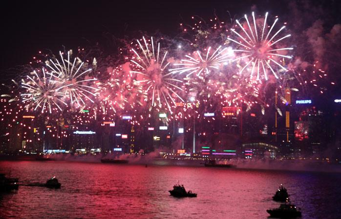 Hong Kong é a Meca do fogo-de-artifício. Encontra uma boa vista do porto na véspera de ano novo e goza o espetáculo!