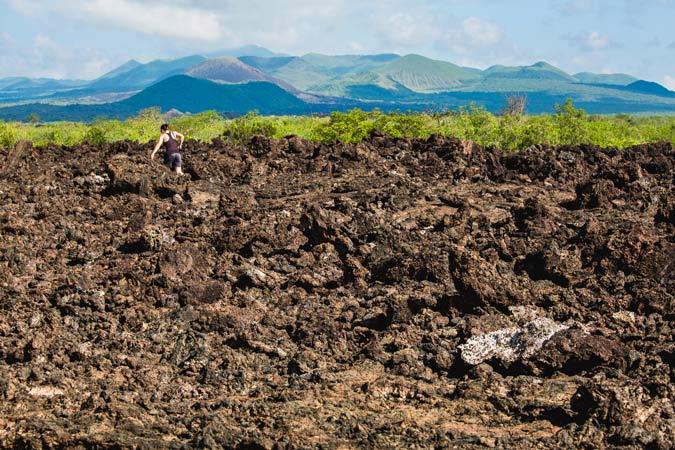 Os sinistros fluxos de lava de Shetani no Parque Nacional Tsavo do Quénia – um cemitério vulcânico no sopé da Serra de Chyulu