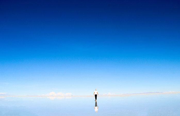 A superfície refletora do Salar de Uyuni é um ótimo lugar para pôr as coisas em perspectiva