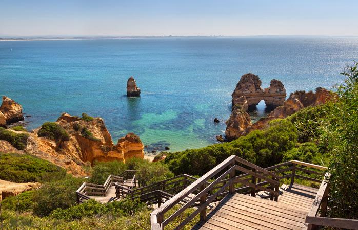 Road trip Portugal - Explora falésias douradas de pedra calcária, túneis naturais e cavernas escondidas na praia da Ponta da Piedade