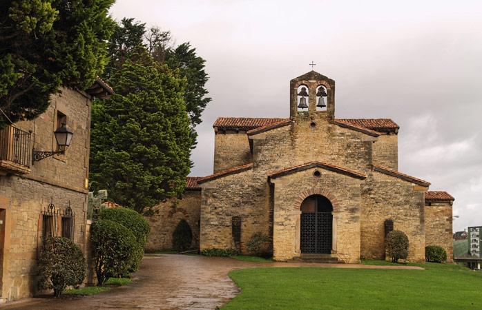 Road trip Portugal - A Igreja de San Julian de los Prados em Oviedo, que data do século IX