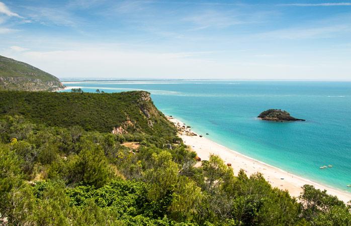 Road trip Portugal - Recarrega as tuas baterias no Parque Natural da Arrábida, com um passeio, um mergulho ou esparramado ao sol