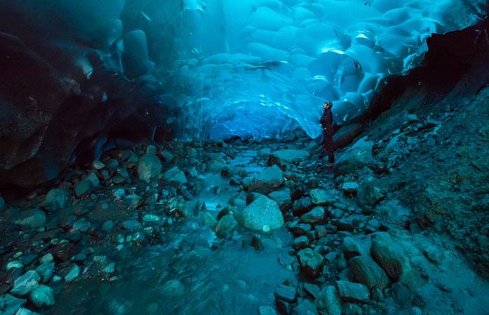O fim do trilho – as cavernas azul-turquesa na barriga do Glaciar Mendenhall