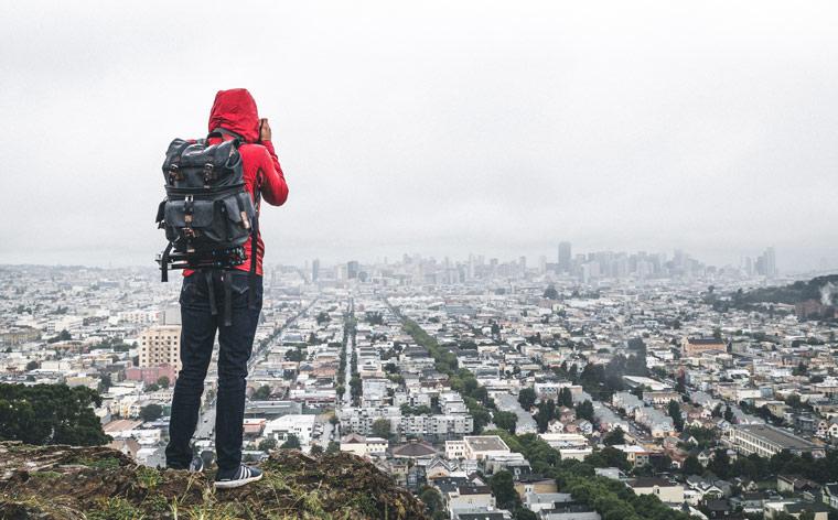 Vais viajar sozinho? Aprende a fazer a mala como um professional