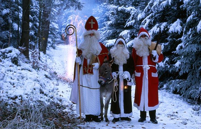 O São Nicolau e os seus três amigos: o Pai Natal, o Knecht Ruprecht e... um burro.