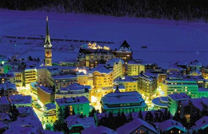 St. Moritz à noite é uma vista bonita
