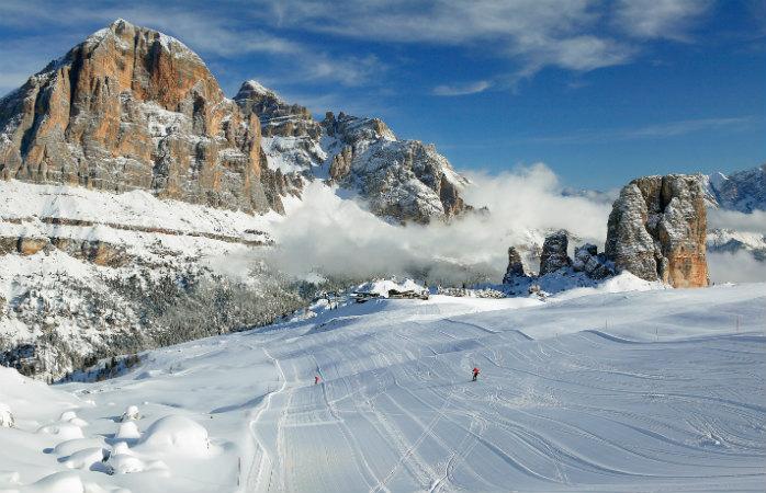 Esquiar nas pistas lisas de Cortina, mais a sua aldeia pitoresca, dão a esta estância de ski um encanto singular