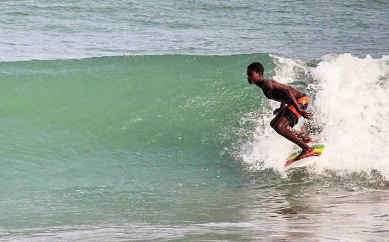 Surf no Gana: uma das melhores praias do mundo sem as multidões