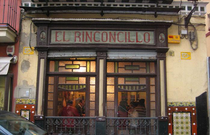 O bar mais antigo de Sevilha tem séculos de história e um ambiente do velho mundo