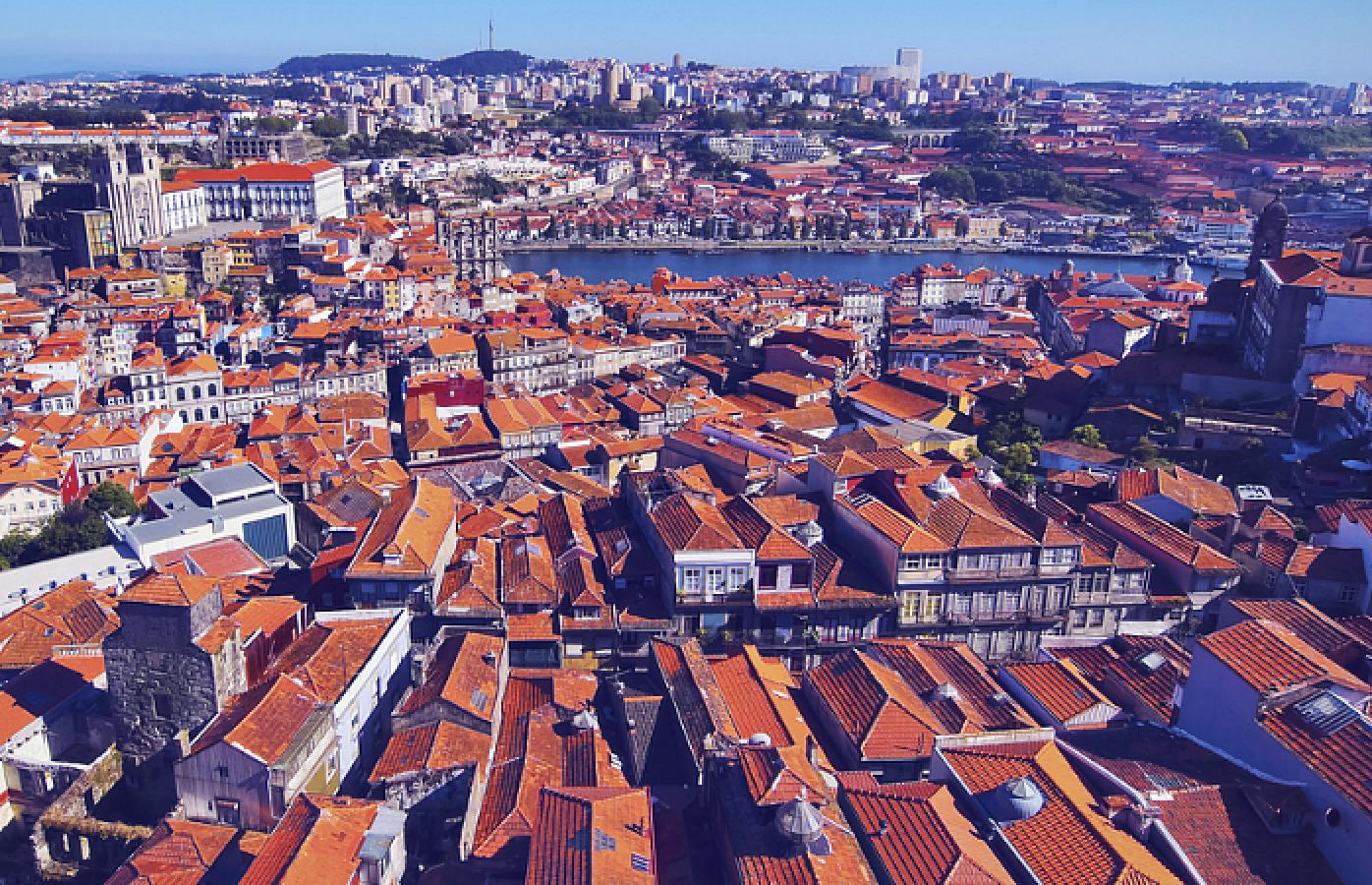 Uma vista de 360º da cidade do Porto a partir da Torre dos Clérigos