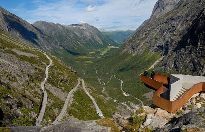 Há muitas aventuras à tua espera na Noruega - entre outras, a serpenteante estrada de montanha Trollstigen