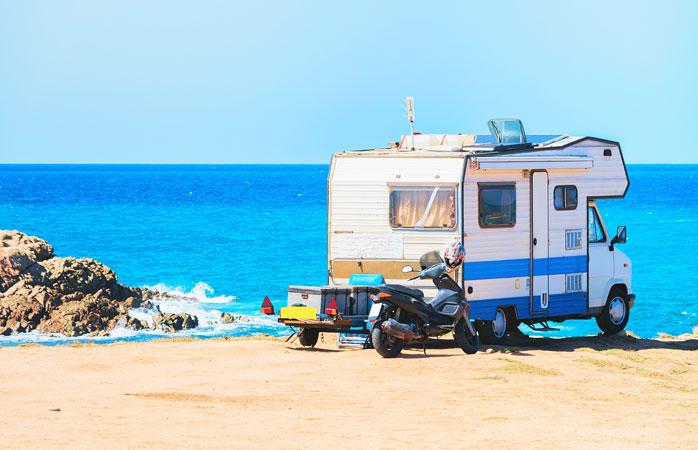 A Sardenha proporciona o pano de fundo perfeito para a tua próxima aventura a acampar