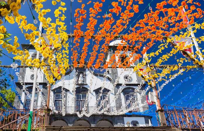 A igreja de Nossa Senhora do Monte pronta para os Santos Populares insulares.