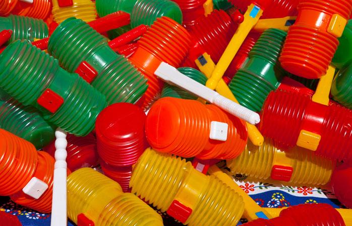 Escolhe os teus alvos, consegue um martelo de plástico e junta-te à folia.