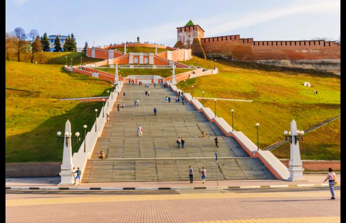 O campeonato do mundo também se joga em Nizhniy Novgorod e aqui podes visitar a Escadaria Chkalov.