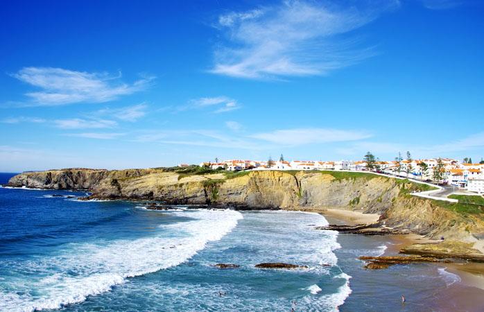 Quando visitares o Parque Natura do Sudoeste Alentejano e Costa Vicentina, terás o prazer de encontrar a Zambujeira do Mar.