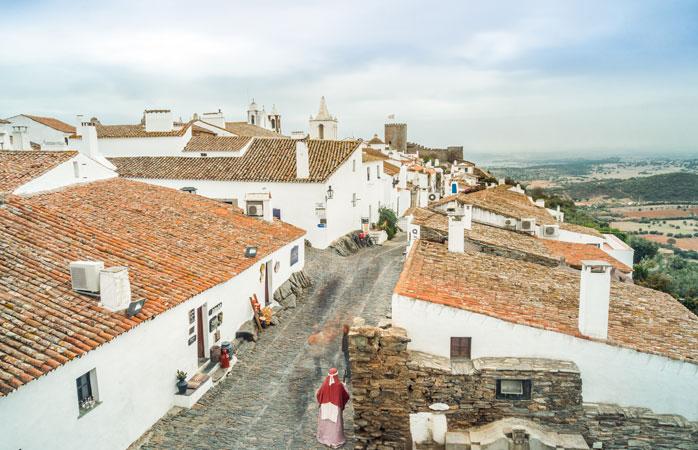 A freguesia medieval de Monsaraz fica no topo de uma colina na região alentejana de Portugal