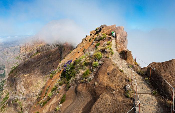 E porque não subir até ao nível das nuvens na Madeira? Para isso só tens que ir ao Pico Ruivo.