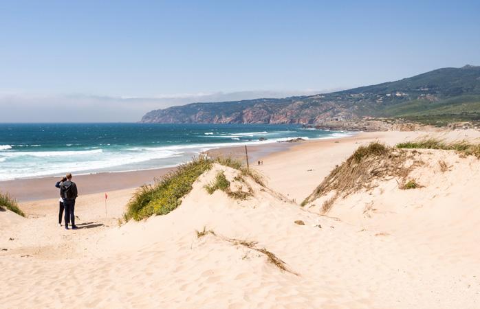 A praia do Guincho é uma das melhores praias de Portugal para a prática do surf. De que estás à espera para ir apanhar as melhores ondas?