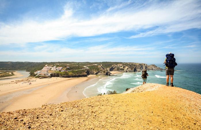 """E porque não tomar um banho numa das """"7 Maravilhas de Portugal""""? Na praia de Odeceixe é possível."""