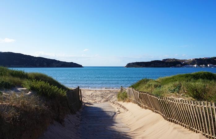 Tranquilidade é a palavra-chave para o teu verão? Então a praia de São Martinho do Porto é perfeita para ti.