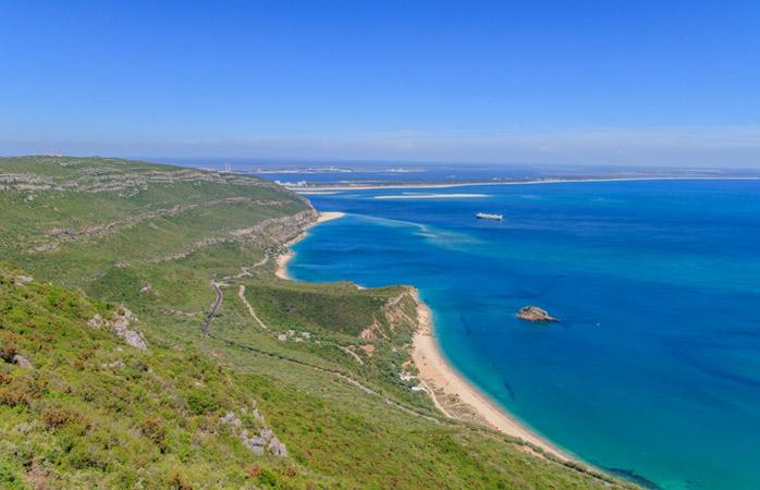 Na Serra da Arrábida tens mar e montanha num único lugar.