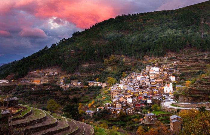 Durante uma visita à Serra do Açor não podes deixar de passar pela aldeia histórica de Piódão.