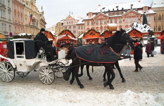 O mercado de Natal mais icónico de Praga na praça do centro histórico