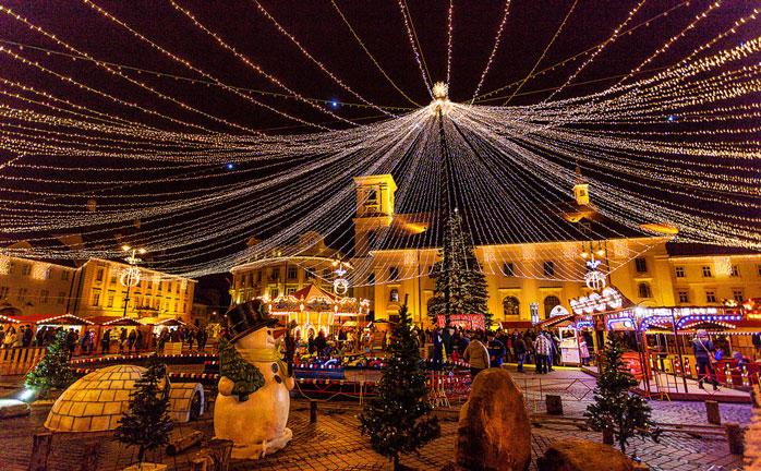 Magia natalícia pura na cidade romena de Sibiu