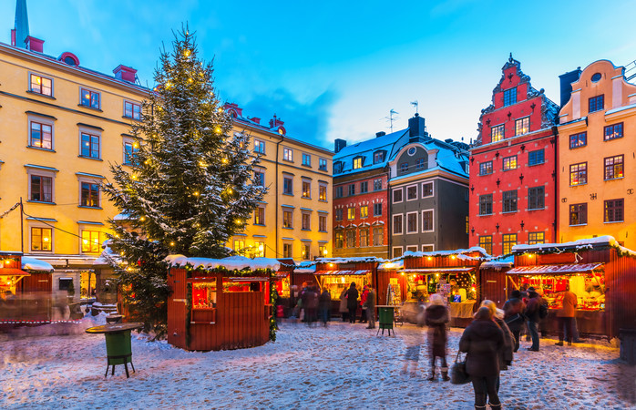 O Mercado de Natal no atmosférico centro histórico de Estocolmo