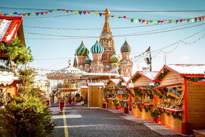 O mercado de Natal na Praça Vermelha em Moscovo é uma experiência natalícia a não perder