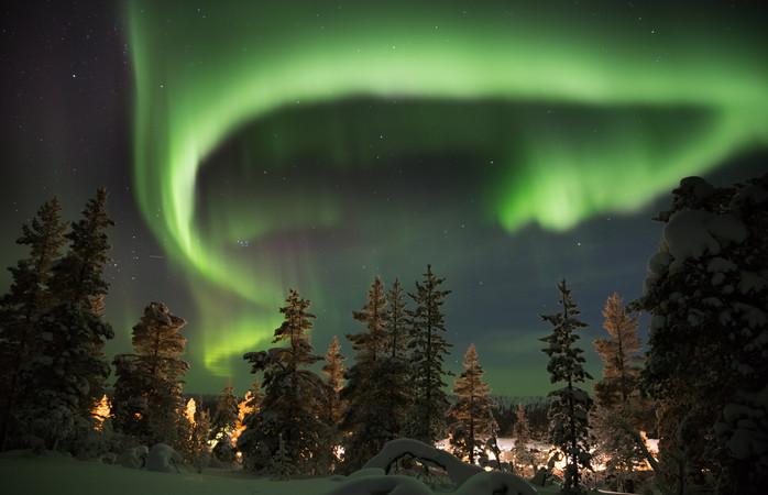 Apenas neve e um espetáculo de luzes inesquecível na Lapónia finlandesa