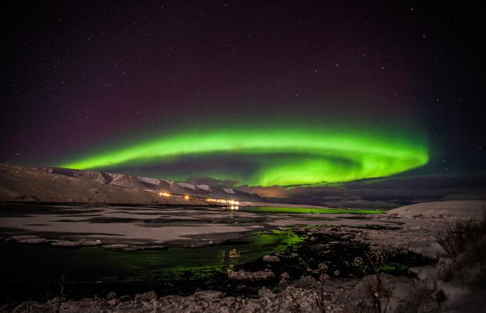 Admira o espetáculo de luzes a partir da segunda maior cidade da Islândia, Akureyri