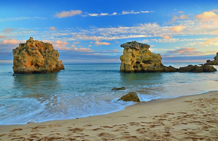 A praia de São Rafael pode ser uma alternativa mais calma para a passagem de ano em Albufeira