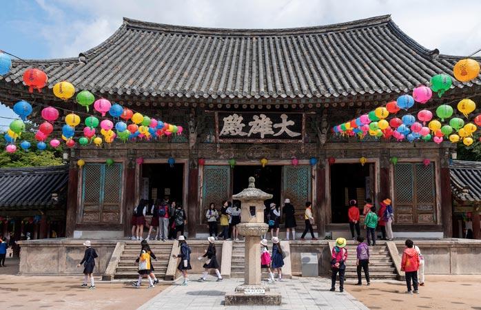 O Templo Bulguksa, uma das mais importantes relíquias em Gyeongju, e onde se albergam numerosos tesouros nacionais
