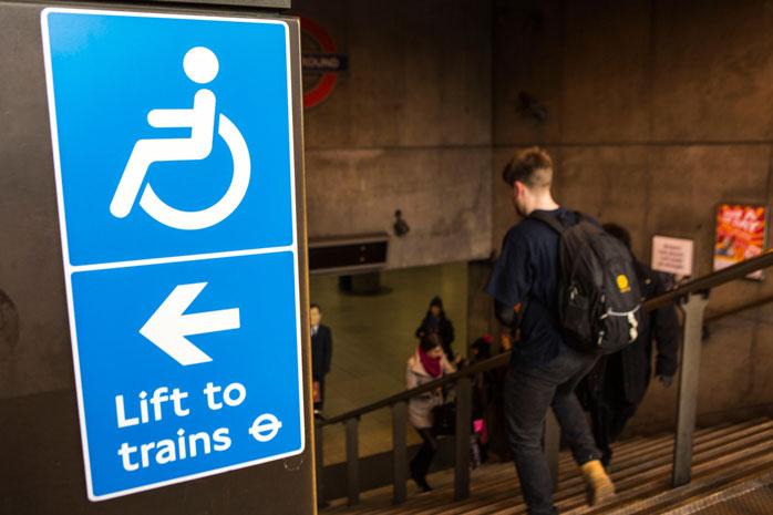 Planeia a tua viagem com bastante antecedência, para que estejas familiarizado com o sistema de transporte local antes de chegares