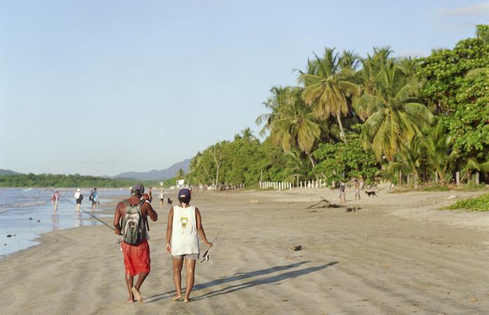 A praia linda e extensa de Tamarindo.