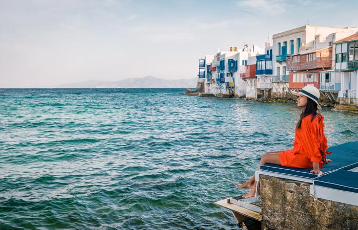 Dos sítios para passear, sem dúvida está a Pequena Veneza de Mykonos. Come, vira-te e aprecia o por-do-sol.