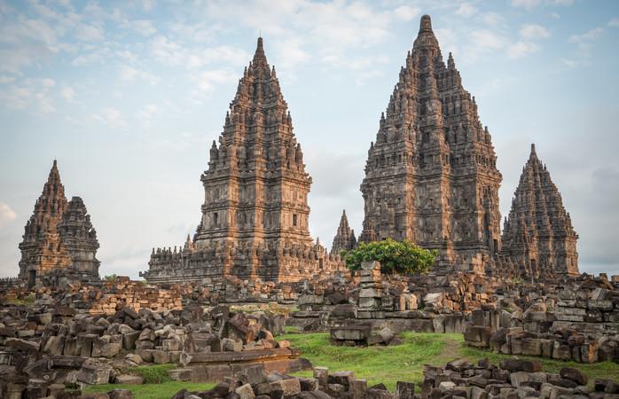 Visita o tempo de Prambanan, perto de Yogyakarta. É lindo.