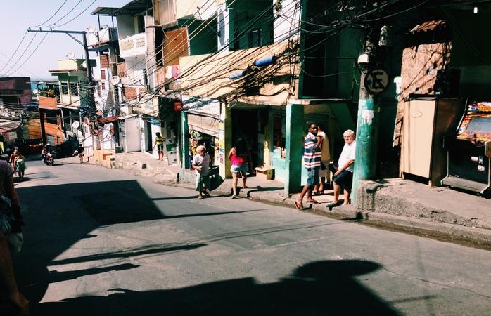 A descida pela Favela do Vidigal.