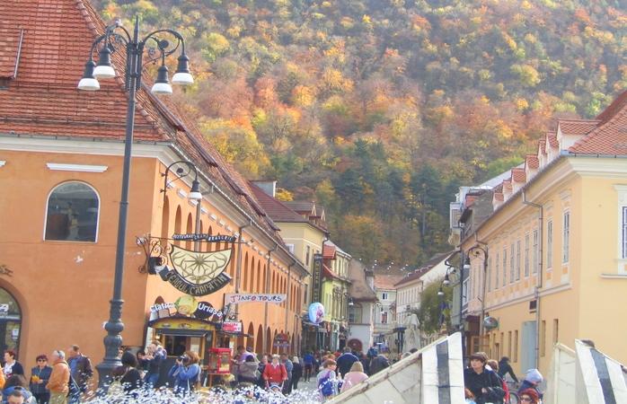 A gira cidade de Brasov.