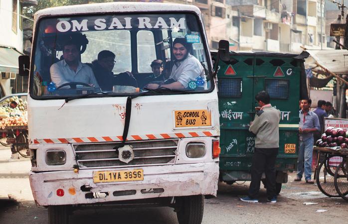 Um autocarro escolar na Índia